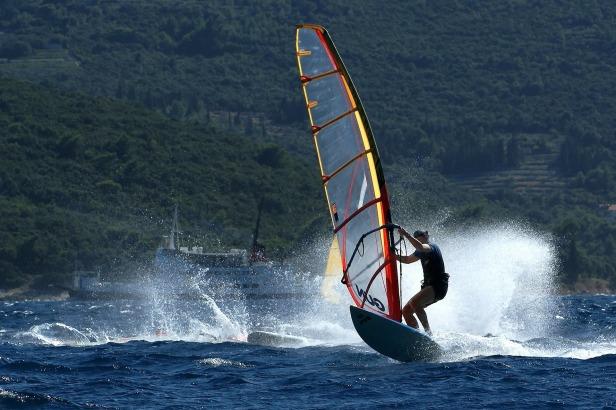 windsurfing-84615_1920